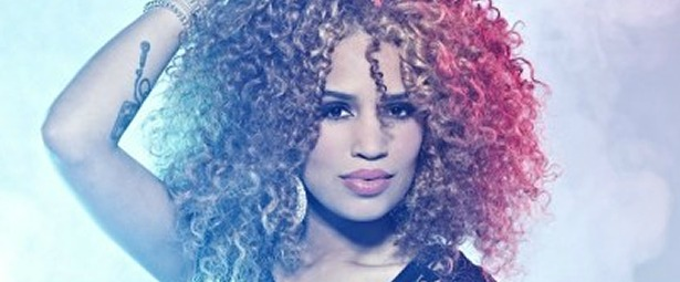 louder-dite-to-neo-video-clip-tis-sharon-doorson