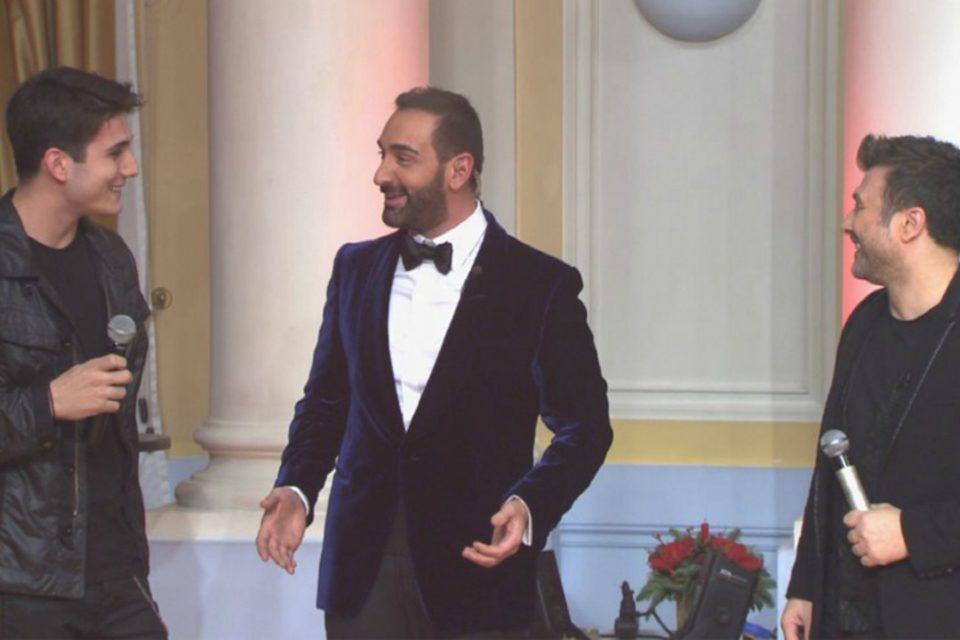 Ο Γιώργος Κακοσαίος τραγουδά μαζί με τον πατέρα του, Γιάννη Πλούταρχο, στο Πρωτοχρονιάτικο show του OPEN! (video)