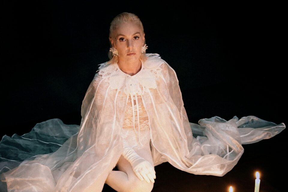 """Awake"" | Η Τάμτα μεταμορφώνεται σε ιέρεια των Ταρώ στο νέο της video clip!"